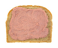 Ingemaakt die vlees op geheel tarwebrood wordt uitgespreid stock fotografie
