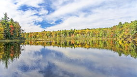 Ingen Autumn Adirondack Lake Water Reflections 13 Royaltyfria Foton