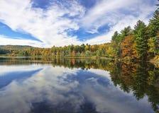 Ingen Autumn Adirondack Lake Water Reflections 13 Royaltyfri Bild
