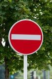 Ingen bakgrund för tillträdesvägmärkegräsplan fotografering för bildbyråer