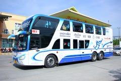Ingen Benze buss turnerar det dubbla däcket 635-C103 av Nakhonchai företagsbussen Arkivfoto