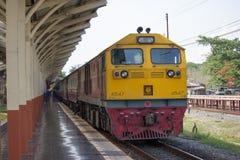 Ingen diesel- lokomotiv för Ge inget drev 4547 52 från Chiangmai som ska förbjudas Royaltyfri Bild