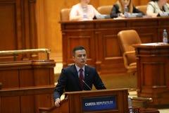 Ingen-förtroende för e.m. Sorin Grindeanu röstar Arkivfoto