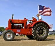 Ingen facklig Konsum för bönder traktor 12 i en ståta Royaltyfri Fotografi