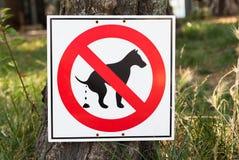 Ingen hund som pooping, undertecknar in parkera Arkivbilder