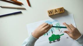 Ingen krigtext på kuber, militärt läge för barnmålning, politiska problem stock video