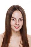 INGEN naturlig ren framsida för MAKEUP av den unga brunettflickan utan inget M Royaltyfri Fotografi