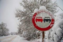 Ingen omkörning undertecknar in vinter Arkivbilder