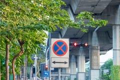 Ingen parkering undertecknar på den planlagda tiden på etiketten Fotografering för Bildbyråer
