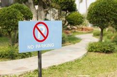 Ingen parkering undertecknar in parkera Royaltyfria Foton