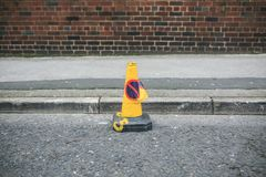 Ingen parkeringskottesignal i gatan Royaltyfria Bilder