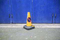 Ingen parkeringskottesignal i gatan Arkivbilder