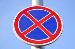 Ingen parkeringstrafik eller vägmärke Arkivfoto
