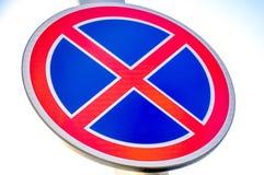 Ingen parkeringstrafik eller vägmärke Fotografering för Bildbyråer