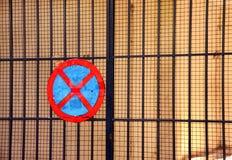 Ingen parkeringstrafik undertecknar över järnportnätverket Arkivbild