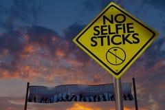 Ingen selfie klibbar tecknet på en musikfestival Arkivbilder