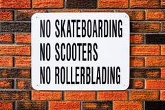 Ingen Skateboarding, inga sparkcyklar, ingen Rollerblading Royaltyfri Foto