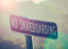ingen teckenskateboarding Arkivbilder