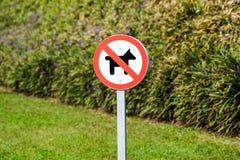 Ingen tillåten hund undertecknar in parkera Fotografering för Bildbyråer
