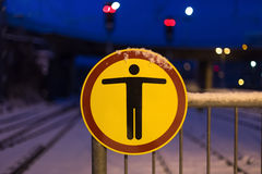 Ingen trespassign undertecknar in vintern Royaltyfria Bilder