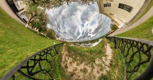 INGEN VR Liten planetomformning med kr?kning av utrymme Abstrakt vridning och rotering av full flygparadpanorama av landskapet in arkivfilmer