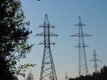 Ingeniería eléctrica Líneas de alto voltaje Imagen de archivo libre de regalías
