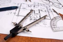 Ingeniero, arquitecto o planes y herramientas del contratista Foto de archivo libre de regalías