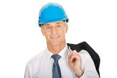 Ingeniero con la chaqueta sobre su hombro Imagenes de archivo