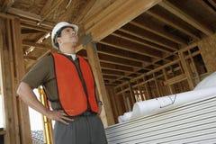 Ingeniero At Construction Site Imagen de archivo libre de regalías