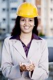 Ingeniero de construcción de sexo femenino indio Imágenes de archivo libres de regalías