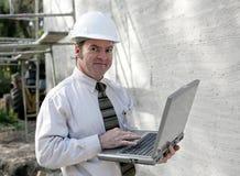 Ingeniero de construcción en línea fotografía de archivo