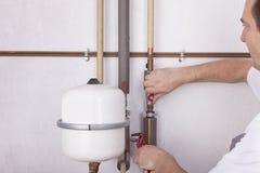 Ingeniero de la calefacción en el trabajo Fotos de archivo libres de regalías