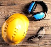 Ingeniero de seguridad Helmet, gafas y protectores contra el ruido Imagenes de archivo