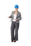 Ingeniero de sexo femenino con el sujetapapeles Imagen de archivo libre de regalías