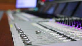 Ingeniero de sonido, sonido del estudio, ingeniero de control del productor, consola de mezcla audio metrajes