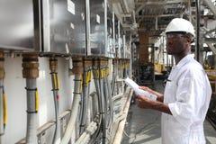 Ingeniero eléctrico del petróleo y del gas Fotografía de archivo libre de regalías