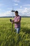 Ingeniero Geodesy Survey del regulador del trigo Fotografía de archivo