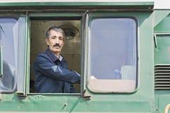Ingeniero locomotor en la ventana Fotos de archivo