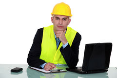 Ingeniero que trabaja en sitio Foto de archivo