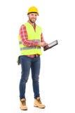 Ingeniero que usa una tableta digital Imágenes de archivo libres de regalías