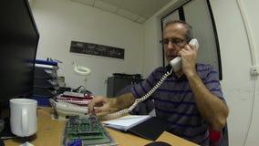 Ingeniero Working At Office almacen de metraje de vídeo