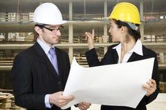 Ingeniero y cliente en sitio Imágenes de archivo libres de regalías