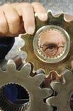 Ingeniero y engranajes Fotografía de archivo libre de regalías