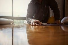 Ingenieros con un escritorio Foto de archivo libre de regalías