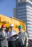 Ingenieros de construcción que toman notas Fotografía de archivo libre de regalías