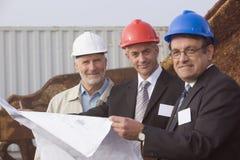 Ingenieros del examen de envío con planes Foto de archivo