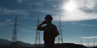 Ingenieur auf Stromstation Lizenzfreie Stockfotos