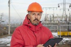 Ingenieur bij Elektrohulpkantoor De elektromachtsindustrie Royalty-vrije Stock Afbeelding