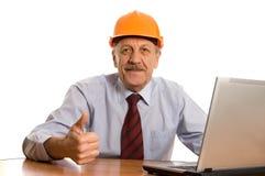 Ingenieur am Computer getrennt auf Weiß Lizenzfreies Stockbild