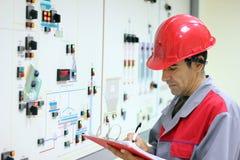 Ingenieur in Controlekamer Stock Foto's